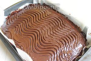 Даём глазури и пирогу остыть. Затем режем на квадраты. Приятного аппетита!