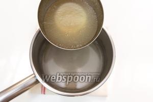 В сироп добавим набухший желатин. Перемешиваем. Ставим на газ, подогреем. Не кипятим!!!