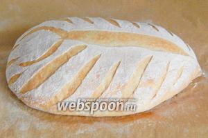 Выпекаем банановый хлеб на пару 10 минут при 250°С, затем без пара 15 минут при 230°С и ещё 15 минут при 200°С.
