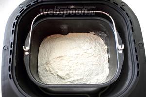 Установите чашу в хлебопечку. Выберите программу «Французский хлеб», вес и корочку. У меня вес 1 кг, корочка — средняя.