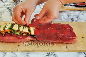 Накрываем так же 10 пластинками мостбрёкли. Чем больше мы укутаем начинку, тем  лучше расплавленный сыр останется внутри.