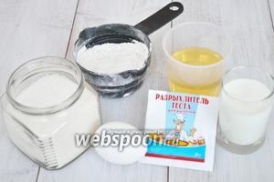 Нам потребуется немного сахара, соль по вкусу, мука, разрыхлитель, масло растительное, кефир, яйцо и соль по вкусу.