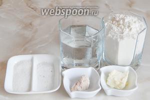 Продукты для приготовления Подмосковного батона: мука пшеничная, вода кипячёная (37-38°С), соль, сахар, масло сливочное (можно маргарин, но я его никогда не использую), а также свежие дрожжи (можно заменить 1 граммом сухих).