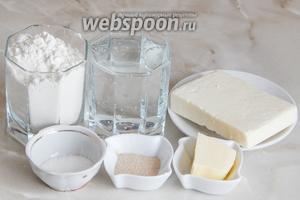 Готовить этот хлебушек мы будем из таких продуктов, как: мука пшеничная, брынза, вода сильногазированная (можете взять минералку, но тогда соль сокращаем до минимума), сахар, масло сливочное, дрожжи сухие активные.