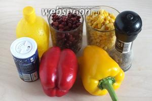 Подготовьте необходимые ингредиенты: сладкий перец (лучше разных цветов), консервированную фасоль, консервированную кукурузу, соль, перец, лимонный сок.