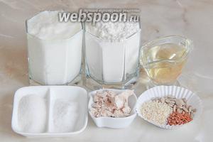 Готовить булочки мы будем из таких продуктов: мука пшеничная, простокваша, масло растительное, соль, сахар, дрожжи и семена (льна, подсолнечника и кунжут).