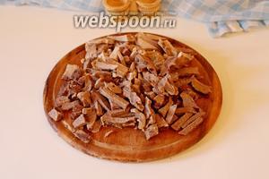 Нарезать брусочками мясо.