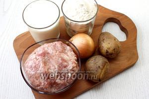 Для приготовления нам понадобятся следующие ингредиенты: кефир, соль, сода, мука пшеничная, фарш, картофель отварной, лук репчатый, перец чёрный молотый, уксус и масло сливочное для смазывания готовых лепёшек.