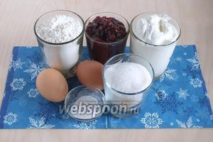 Для сметанного теста нам понадобится сметана (15-20%), джем клубничный (можно любой), мука, яйца, сахар, сода и 1 щепотка соли.
