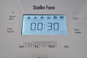 Включаем мультиварку в режим «молочная каша», автоматически выйдет время 30 минут. Использую мультиварку Stadler Form. В процессе приготовления можете кашу помешать.
