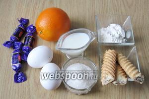 Для приготовления десерта нужно взять следующие продукты: апельсины, молоко, яйца, муку, сахар, шоколадные конфеты (шоколад), печенье песочное.