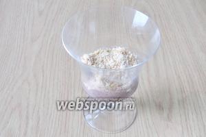 Затем слой измельчённого песочного печенья.