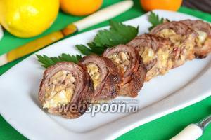 Рулет из говядины с сыром, орехами и грибами