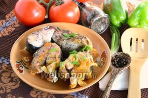 Горбуша тушёная с морковью и луком