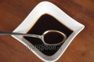 Кофе растворить в 2 ст. л. горячей воды.