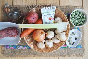 Приготовим шеи индейки, горошек, грибы, лук, морковь, сельдерей, приправы, масло растительное.