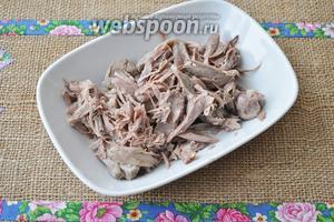 Отделить мясо от костей и тоже добавить в мультиварку.