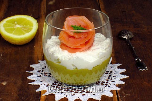 Фото Мусс из авокадо и рикотты с лососем