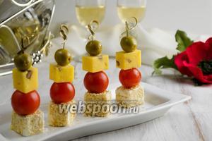 Сырные канапе с черри