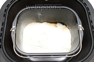 Поставьте чашу в хлебопечку. Выберите режим «Цельнозерновой хлеб», вес 750 г и корочку «средняя». Время приготовления составит 2 часа 45 минут.