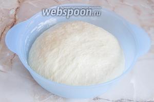 Вот так выглядит тесто спустя 2 часа.