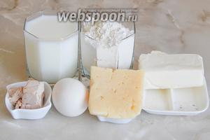 Готовить погачу с сыром мы будем из таких продуктов: мука пшеничная, молоко, сыр, масло сливочное, дрожжи свежие (можно заменить сухими — 7 граммов), соль, сахар и яйцо куриное.