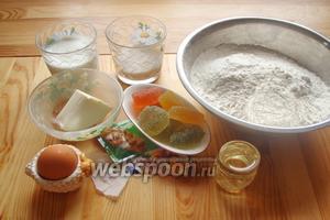 Для приготовления пирога нам понадобится мука, соль, сахар, ванилин, сухие дрожжи, масло сливочное, масло растительное, молоко, яйцо и мармелад.