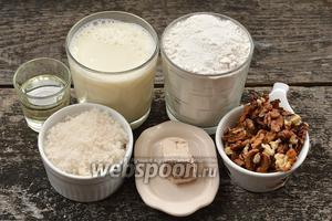 Для приготовления дрожжевых оладий с орехами нам понадобится молоко, грецкие орехи, мука, сахар, соль, дрожжи и подсолнечное масло.