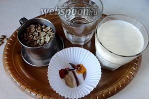 Для приготовления нам потребуется зелёный кофе, молоко, вода, смесь специй. А также мёд или сахар по вкусу.