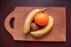 Для начинки нам понадобятся 2 банана, киви и апельсин.