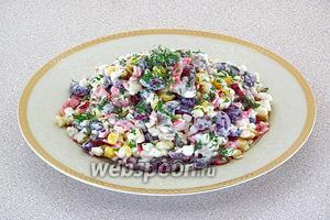 При подаче посыпать салат измельчённой зеленью укропа.