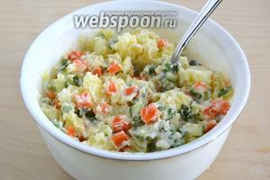 Посолите по вкусу и хорошенько перемешайте. Японский картофельный салат готов!