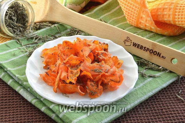 Фото Морковные чипсы с розмарином в духовке