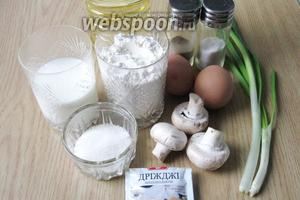 Для приготовления жареных пирожков с зелёным луком, яйцом и грибами понадобятся следующие продукты: молоко, дрожжи сухие, сахар, соль, мука, масло подсолнечное, яйца, лук зелёный, шампиньоны и перец чёрный молотый.