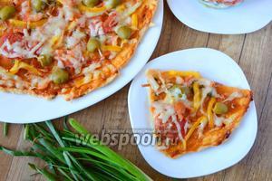 Острая пицца с кальмаром и креветками