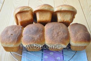 Вынуть хлеб из формы и дать ему остыть.