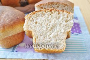 Вот так выглядит мякиш в разрезе. Хлеб пышный и не крошится. Очень вкусный.