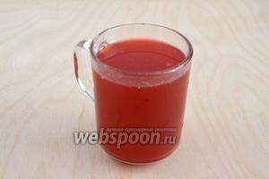 Сок от ягод сохраните и разбавьте остывшей кипячёной водой так, чтобы получилось 200 мл жидкости.