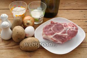 Для приготовления блюда нам необходимо взять свинину (ошеек), картофель, соль, перец чёрный молотый и специи к мясу, из имеющихся у вас. Важно, чтобы специи были перемолоты в порошок. Крупных кусочков быть не должно. Для галушек нужна мука, молоко, яйцо, соль. Дополнительно растительное масло для жарки.