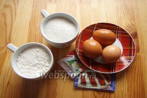 Для начала нужно сделать розовый бисквит, для него нам понадобится мука, сахар, яйца, разрыхлитель и краситель.