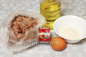 Для битков взять готовый мясной фарш (говядина + свинина, лук, соль), манную крупу, яйцо, томатную пасту, масло, муку, тимьян.
