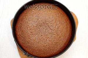 Выпекайте бисквит в разогретой духовке 30-35 минут, при 180°С, ориентируйтесь по своей духовке.