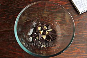 Какао масло и шоколад, растопить на паровой бане. Не перегревайте массу!