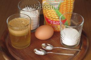 Для приготовления блинчиков нам понадобится мука, натуральный яблочный сок без сахара, куриные яйца, сахар, соль, сода и растительное масло.