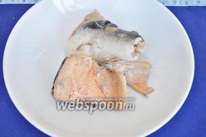 Готовую рыбу выложить на тарелку и дать остыть.