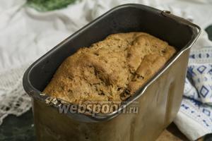 Мы не стали разравнивать верхушку, поэтому после выпекания наш хлеб выглядит по-колоритному домашним.