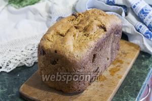 Дадим хлебу остыть и накроем его полотенцем, чтобы он пришёл в свою лучшую форму перед тем, как быть поданным к столу. Цельнозерновой хлеб с яблоками, корицей и семенами льна подходит в качестве хорошей основы для бутербродов с самыми невероятными сочетаниями. Так, например, мы сделаем такой полезный завтрак или перекус, соединив этот хлеб с печенью трески, яблоком и фаршированными оливками. Но вы можете с удовольствием съесть такой хлеб просто с чашкой вкусного молока или кефира. Приятных гастрономических впечатлений!