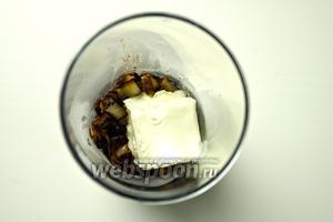В этом приготовьте соус с тушёным радиккьо и сыром, с помощья мини-пимера.