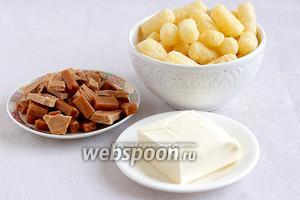 Для приготовления торта из кукурузных палочек возьмём сладкие кукурузные палочки, сливочное масло, ириски типа «Кис-кис» или «Тузик». Я использовала покупные ириски и домашние вперемежку.