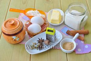 Потребуются специи, имбирь молотый, сахар, мёд, сода, мука, яйцо, масло сливочное, сахарная пудра.